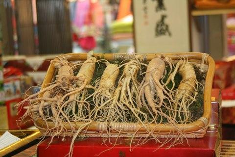 Hiện nhiều loại sâm xách tay được bày bán trên thị trường