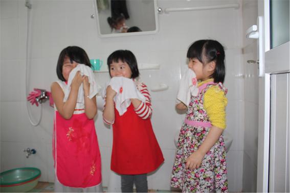 Trẻ từ 2 đến 3 tuổi thường không chịu rửa mặt