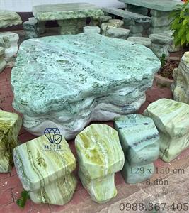 Bàn ghế đá liền khối Yên Bái vân tự nhiên