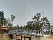 Cầu bắc qua khu du lịch