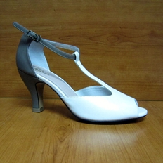 Xăng đan nữ Bata trắng 7cm