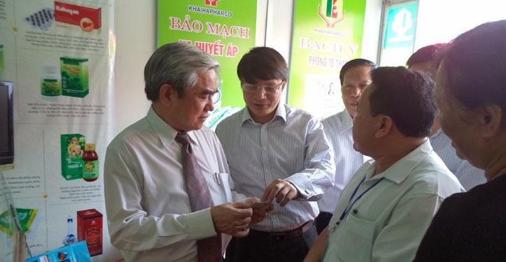 Bộ trưởng KHCN Nguyễn Quân thăm gian hàng Dược Khải Hà