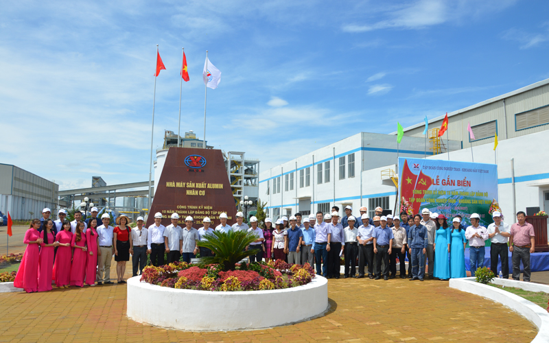 Lễ gắn biển công trình Nhà máy Alumin Nhân Cơ
