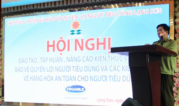 Ông Đặng Văn Ngọc- Phó Chi cục trưởng Chi cục Quản lý thị trường tỉnh phát biểu tại buổi tập huấn.